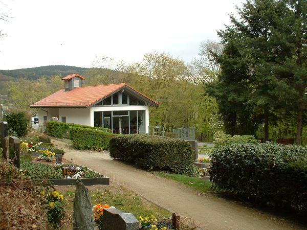 Trauerhalle des Friedhofs in Ruppertshain
